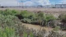 Unos 40 menores guatemaltecos se lanzan al Río Grande tratando de llegar a Estados Unidos