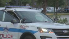 Un hombre es baleado por la policía supuestamente por intentar embestir a dos patrullas en medio de una persecución