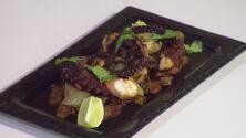 La receta: pulpo con papas y cebollas con ajos confitados