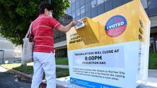 """""""Latinos serán muy críticos"""": experto sobre importancia de esta comunidad en la elección de revocatoria de Newsom"""