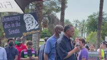 """Activistas y manifestantes salen a las calles de Phoenix a """"proteger los derechos de los votantes"""""""