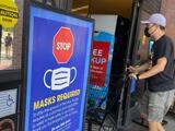Últimas noticias del coronavirus: trabajadores estatales de Nueva York tendrán que elegir entre vacuna o test semanal