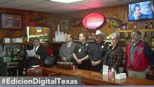 Familias de la organización 100 Club, que ayuda a los hijos de policías y bomberos caídos, reciben una gran donación