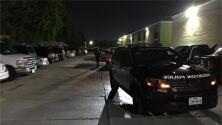 Detienen a dos sospechosos de disparar al aire desde el patio trasero de una vivienda en Houston