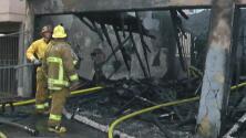 Varias viviendas afectadas por un incendio en el área de North Hollywood, Los Ángeles