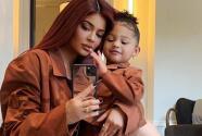 Hija de Kylie Jenner habría revelado accidentalmente si tendrá un hermano o una hermana (y arruinó la exclusiva)