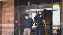 Presentan cargos a una exenfermera y un exoficial de detención del condado Bexar por vínculos con actividad criminal en la cárcel