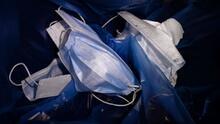 Más bacterias y virus silenciosos: los riesgos de no lavar o cambiar las mascarillas con frecuencia