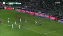 ¡Talavera se luce con atajadón para impedir el gol de Mena!