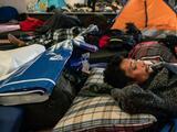 Cerca de los narcos y lejos de la frontera: así es el nuevo albergue de la caravana migrante