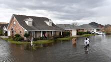 Continúan los esfuerzos de rescate y búsqueda de desaparecidos tras el paso del huracán 'Ida' en Louisiana