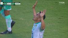 ¡El goleador! Ángel Mena aprovecha un error y marca el 0-2 de León