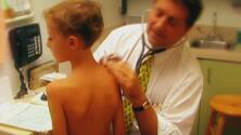 Aumentan los casos de covid-19 entre los niños a pocas semanas del regreso a clases