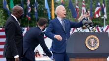 Manifestantes interrumpen a gritos un discurso del presidente Joe Biden