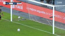 ¡GOL!  anota para Chile. Eduardo Vargas