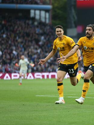 Con goled de Romain Saiss al 80, Conor Cody al 85 y Rúben Nevez al 90+5 Wolverhampton logra remontar una desventaja de 2-0 para vencer 2-3 en su visita al Aston Villa