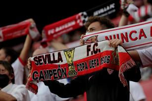 Sevilla empata ante el RB Salzburg durante el inicio de la fase de Grupos de la UEFA Champions League. Luca Sucic abrió el marcador con penali cobrado al minuto 21' para los visitantes y, en la misma primera parte, Ivan Rakitic igualaba el partido de la misma forma al 42'. Los locales se quedaron con 10 hombres al 50'.