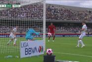 ¡Puros reflejos! Alfredo Talavera evita el gol de Pedro Garay