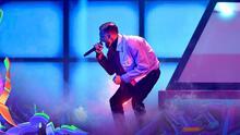 Jay Wheeler pone la nota romántica con 'Viendo el Techo' en Premios Juventud