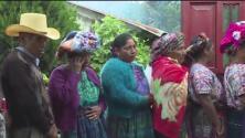 Dan último adiós a joven guatemalteca asesinada en la frontera