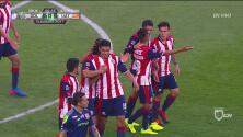 Como Sergio Ramos, Oswaldo Alanís se elevó por el aire e hizo el 1-0 de Chivas