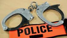 Arrestan a estudiante de la escuela de Fairfax por llevar un arma a la institución