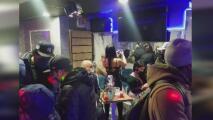 Descubren y clausuran un lugar que funcionaba ilegalmente como club nocturno en Queens
