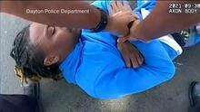 """""""Soy parapléjico"""": el desesperado grito de un hombre al ser arrastrado por la policía fuera de su auto"""