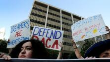 ¿Qué podría pasar con los permisos de trabajo de los dreamers si Trump pone fin a DACA?