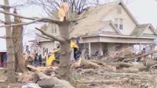 """""""Es un milagro que nadie haya muerto"""": varios tornados azotan Illinois y causan enormes daños"""