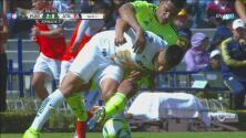 ¡Felipe Mora es de goma!  Escalofriante imagen de la rodilla del chileno tras esta entrada