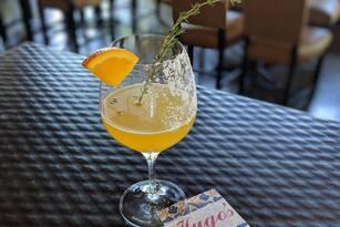 El restaurante mexicano Hugo's, ubicado en 1600 Westheimer Rd, recibió en 1298 comentarios que en total sumaron una calificación de cuatro estrellas. <br>