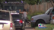 Impactante arresto de un hombre que se había parapetado en un domicilio de Sacramento