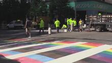 Paso peatonal en Austin se pinta de los colores del arcoíris para la comunidad LGBTQ