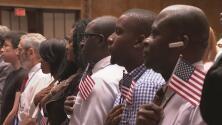 Cerca de 200 personas celebraron en Midtown Manhattan la obtención de su ciudadanía