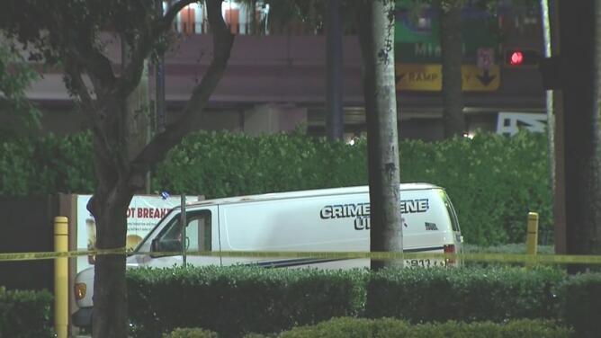 Tres personas muertas, el saldo de un tiroteo afuera de un restaurante en Hallandale Beach