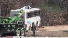 Un niño muere y 45 más resultan heridos tras accidente de camión de equipo de fútbol