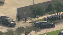 Escoltan los restos del oficial William Jeffrey, quien murió cuando adelantaba un operativo en Houston