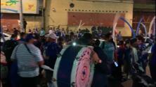 Fans de Cruz Azul reciben al equipo con 'fiesta' en el Azteca