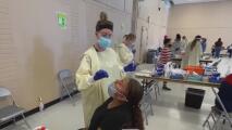 Ofrecen pruebas y vacunas contra covid-19 en El Dorado Flea Market en Stockton
