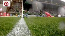 ¡Polémica decisión! El balón rebasa la línea de gol y el árbitro no valida la anotación