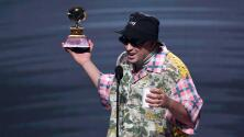 """""""Vamos a volver a traer creatividad"""": Bad Bunny se dirige a sus colegas al aceptar el premio por Mejor Álbum Urbano"""