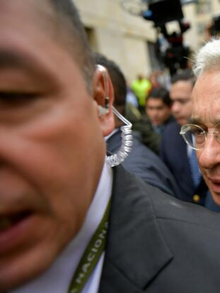 Former Colombian President (2002-2010) and Senator Alvaro Uribe (C) arrives to the Palace of Justice for a hearing before the Supreme Court of Justice in a case over witness tampering in Bogota, Colombia, on October 8, 2019. - The influential ex-president and senator Alvaro Uribe, head of the ruling party in Colombia, appears before the Supreme Court of Justice, for an alleged case of witness manipulation. (Photo by Raul ARBOLEDA / AFP) (Photo by RAUL ARBOLEDA/AFP via Getty Images)