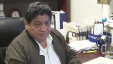 Acusan a propietario de una oficina de ejercer derecho migratorio sin licencia y de estafar a sus clientes