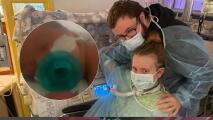 Bombera de Nueva York tiene a su bebé mientras lucha contra el covid-19