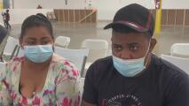 """""""Es algo muy difícil"""": migrantes que llegaron a un albergue en Houston narran su odisea"""