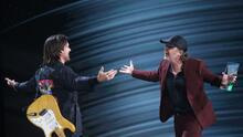 """""""Pensé que estaba viendo a un fantasma"""": Juanes al ver quién le entregaba el Latin GRAMMY a Persona del Año"""