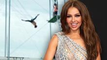 Thalía demuestra a sus seguidores que no le teme a las alturas, haciendo acrobacias en un trapecio
