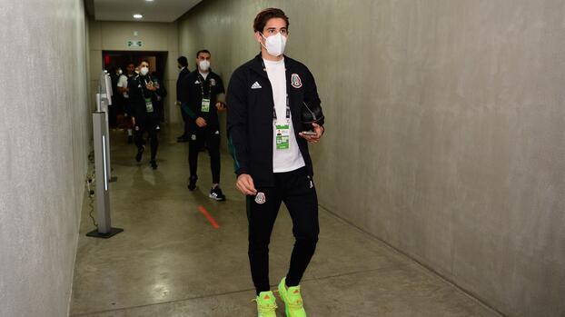 Santi Muñoz ya está en Inglaterra para reportar con el Newcastle
