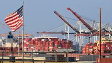 Demoras, exceso de trabajo y multas, los retos que enfrentan dueños de camiones de carga en puertos de Los Ángeles